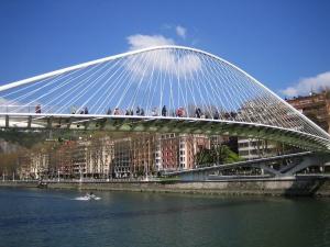 puente-zubizuri-bilbao-espana
